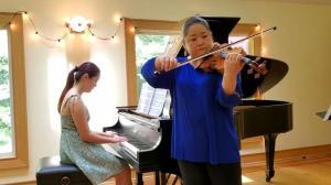 """新泽西交响乐团""""云上春节文化周"""" 母女合奏《渔舟唱晚》"""