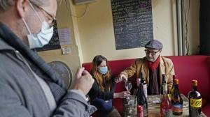 库默:纽约市周五起恢复室内用餐25%接待量