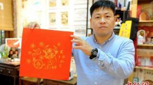 """漳州木版年画展现""""传统年味"""" 海南熊猫兄弟""""拆红包""""迎春节"""
