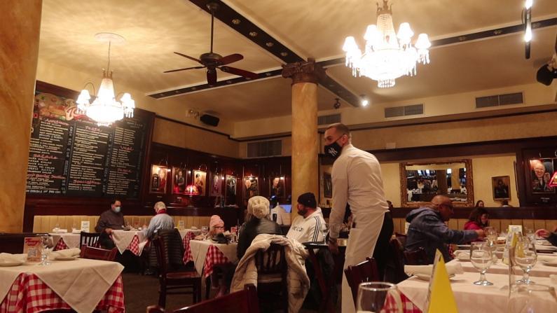【探访】室内用餐回归 纽约曼哈顿中城餐馆情人节生意如何?