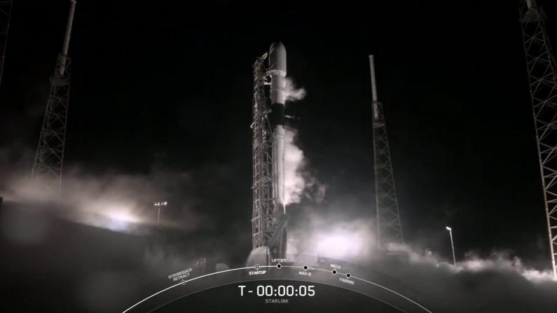 SpeceX发射遇挫:60颗星链成功上天 火箭助推器丢了…
