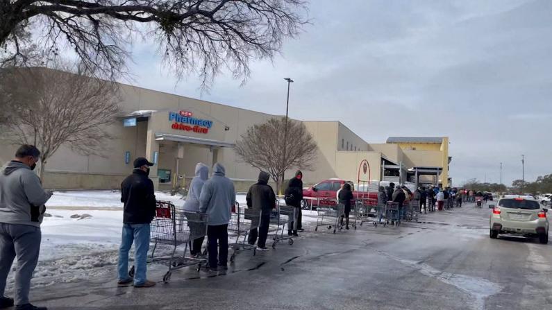 得州遭遇史上最大规模断电 超市排队数小时 多地水管爆裂
