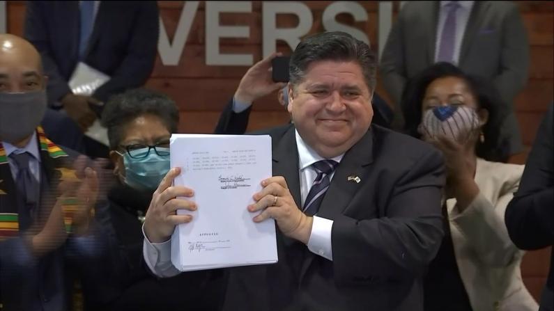 伊州长签署HB3653号法案 要求警方佩戴随身摄像机等