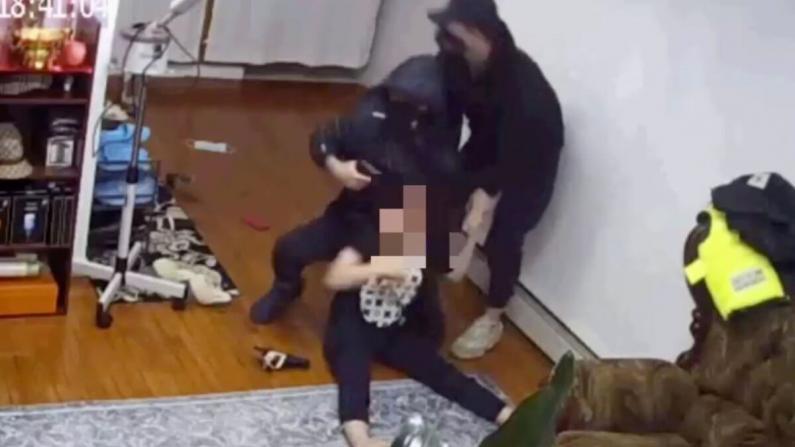 纽约法拉盛惊现持枪入室抢劫!两亚裔男尾随闯入亚裔女家中