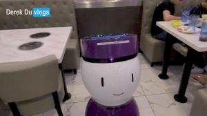 "【Derek在纽约】机器人领位 机器人送菜单 这顿火锅吃得太""现代化""了!"