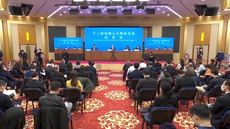 助海外中国公民抗击疫情 王毅宣布接种疫苗等三项措施