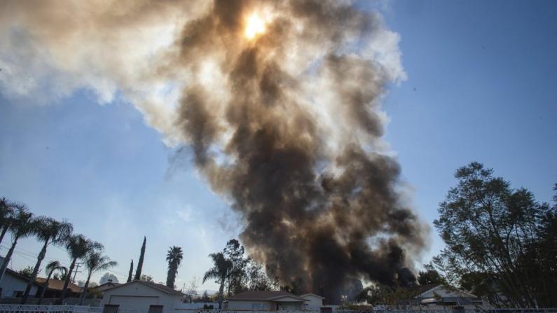 南加居民区疑似发生爆炸 至少两人死