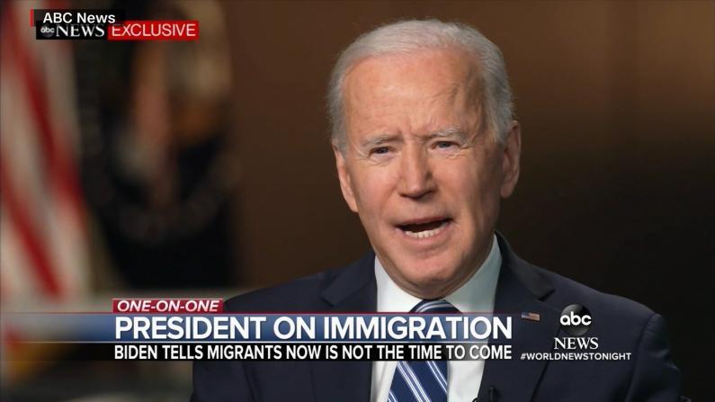 """拜登明确向南部边境闯关移民喊话:""""不要来"""""""