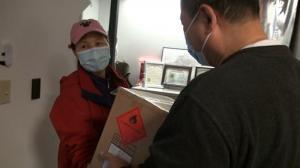 爱心捐赠不停歇!波士顿华埠组织免费派发消毒洗手液
