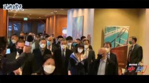 王毅回应中美首日会谈:很正常