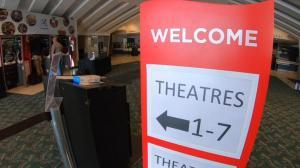 迫不及待影院看大片! 南加多郡重开电影院
