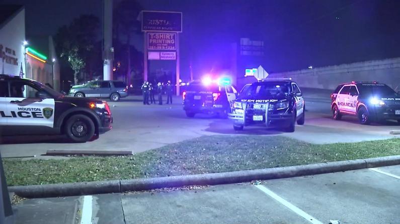 休斯敦夜总会争执引枪案 5人中枪嫌犯在逃