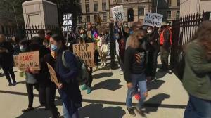 多地举行反仇恨亚裔游行 亚特兰大亚裔:现在出门感觉很恐怖