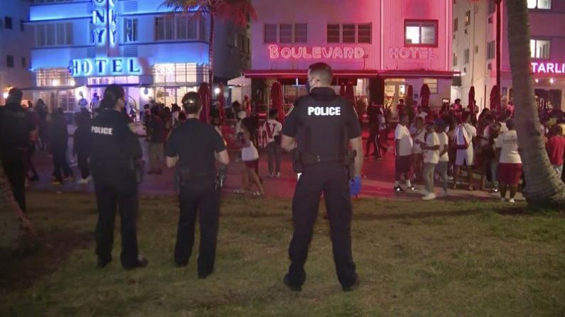 数百人无视宵禁令无口罩街头狂欢 迈阿密海滩市警方强制驱散