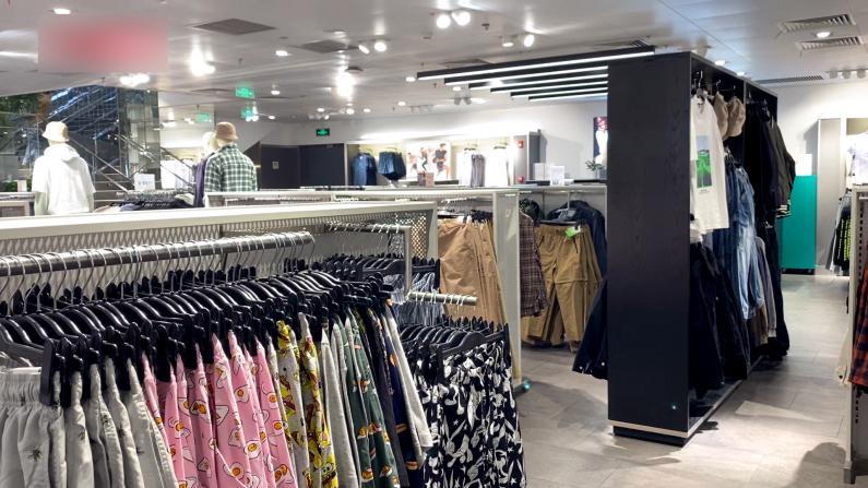 遭遇抵制潮 中国多地H&M门店生意冷清或关店
