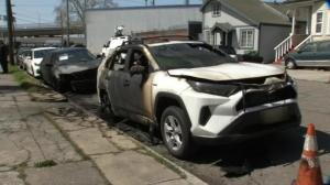 奥克兰两名亚裔老人汽车被烧毁 受害者:觉得被盯上了