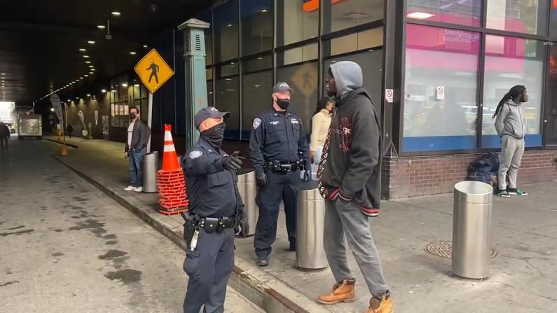 纽约袭击亚裔女性嫌犯曾因弑母坐牢 记者实探案发区域:随处可见游民