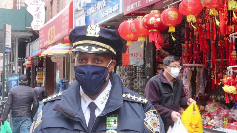 纽约市总警司探访曼哈顿华埠:感到生气和受挫 誓言将罪犯绳之以法