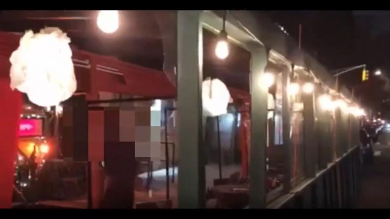 """纽约日餐馆遭""""抗议者""""破坏室外设施 民众担忧用餐安全"""