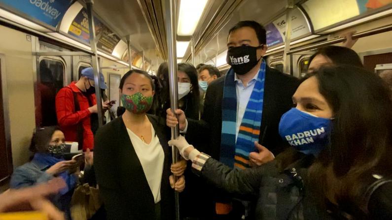杨安泽等纽约市参选人乘地铁反仇恨:亚裔不会屈服于暴力