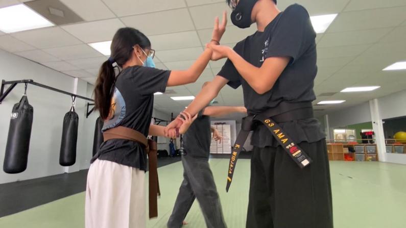亚裔频遭攻击担忧自身安全 防身术课程大热
