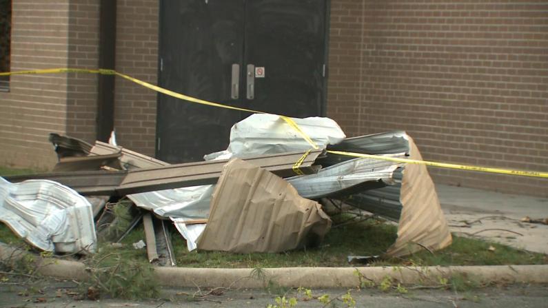龙卷风突袭小学毁多幢建筑但无人受重伤 校长:要感谢他!