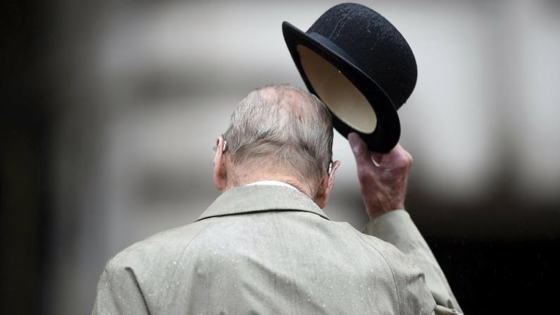 多国政要致哀菲利普亲王 民众自发赴白金汉宫悼念