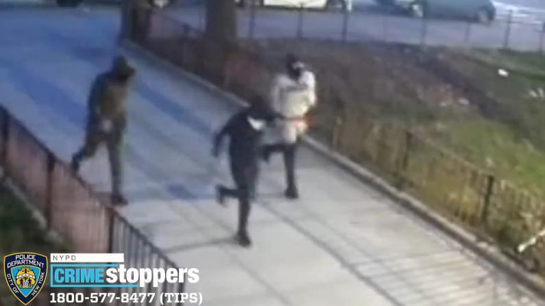 纽约布鲁克林爆持枪劫案 殉职警员刘文健家人新车遭当街抢走