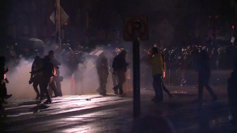 明州枪击非裔案抗议进入第二天 示威者无视宵禁与警方对峙