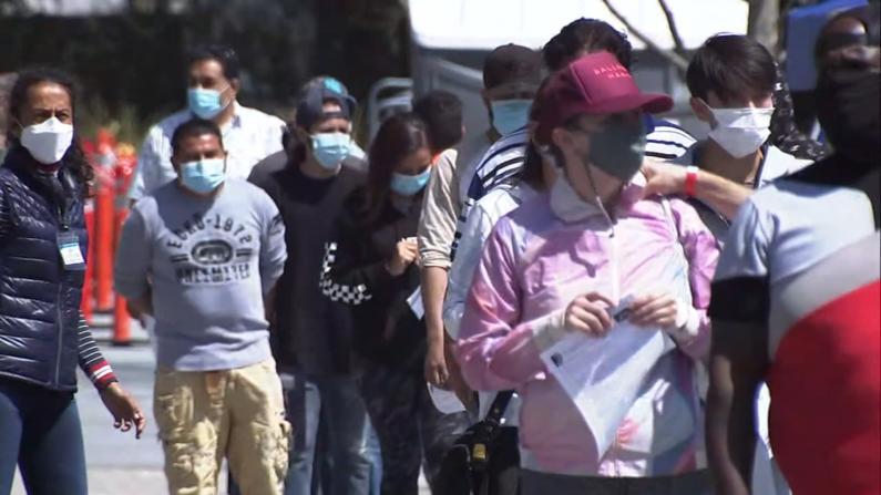 更多人群获准接种 加州现疫苗短缺