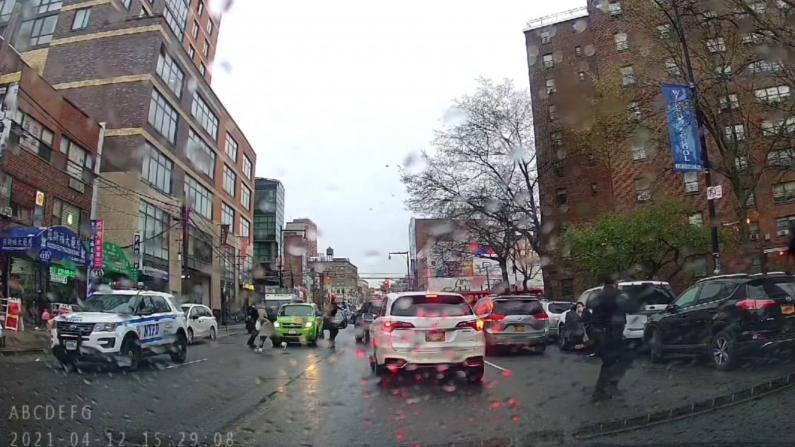 纽约法拉盛枪案嫌犯锁定 目击者行车记录仪记录数声枪响