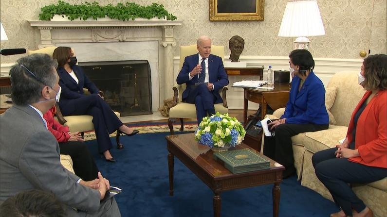 """""""我们要与亚太裔社区站在一起""""拜登白宫与国会亚太裔议员会面"""