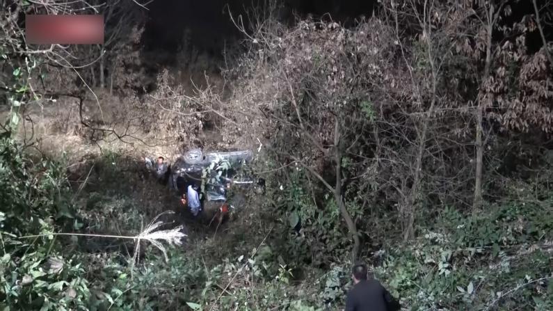 汽车冲下20米悬崖 重庆三月大婴儿被压车下奇迹生还