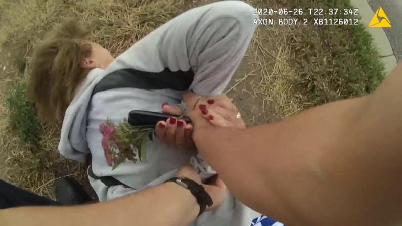 被捕时肩膀脱臼受伤 科州73岁女性告警局过度执法