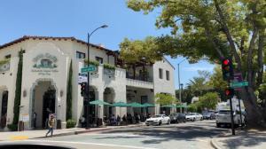 支持餐馆恢复 洛杉矶拟永久保留户外就餐
