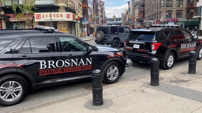 纽约华埠巡逻队获专业安保助力 巡逻车每天出动 遇事可录下证据