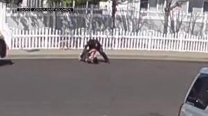 【监控】扭打揍脸 语言威胁 加州警察这样对待自闭症少年…