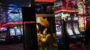 """新冠疫情停摆一年后 """"赌城""""拉斯维加斯迎接重开"""
