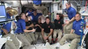 "SpaceX龙飞船完成对接 11名太空人""挤爆""国际空间站"