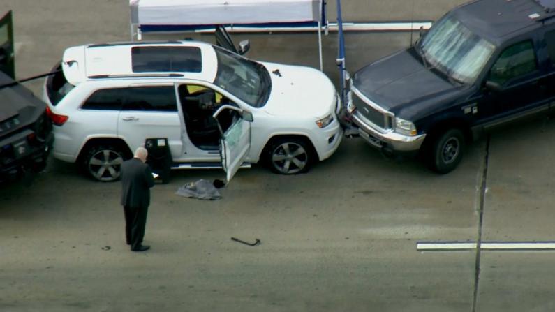 男子洛杉矶当街开枪滥射、与警枪战 无辜华裔受害者惨死车内