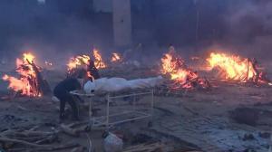 疫情严峻 新德里焚尸场木材短缺 美警告公民尽快撤离