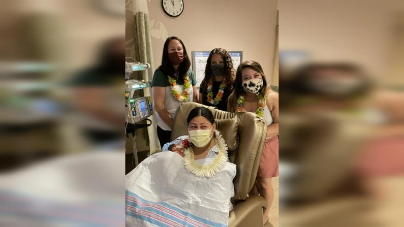 幸运!孕妇飞机上产子 巧遇三名儿科护士和一名医生救助