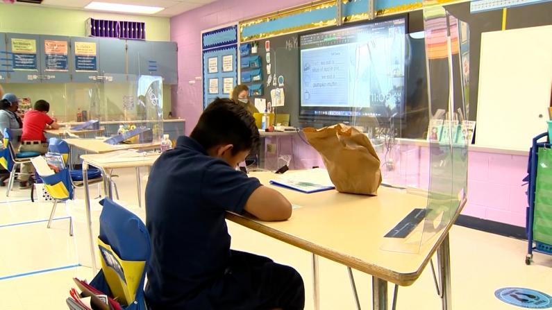亚裔生特殊高中录取率高 纽约市官员竟不满欲取消考试 家长们不干了!