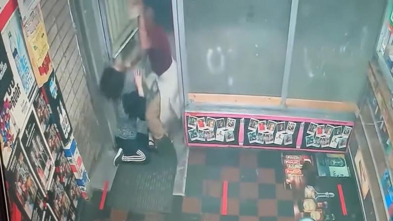 【监控】板砖殴头 踢打店门 巴尔的摩恶男连续袭击亚裔小商业