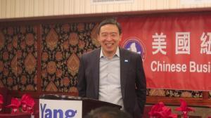 杨安泽访社团再提扶持小商业 将增派便衣警员进社区