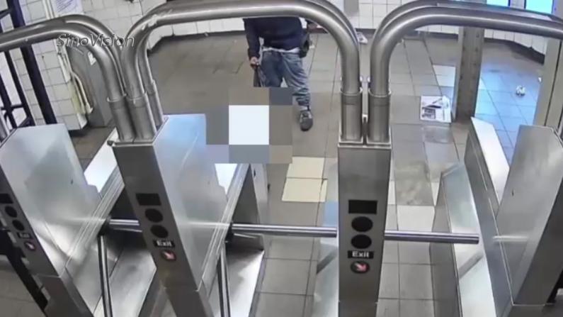 """纽约地铁抢劫案再发 州长批""""流动收容所""""市长回呛"""