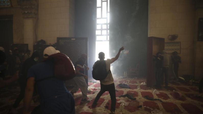 石块、子弹横飞犹如巷战!以巴在耶路撒冷爆冲突持续数日