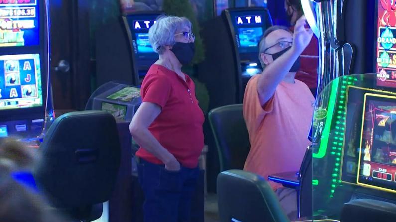 """口罩""""挡财路""""?拉斯维加斯宣布放松赌客防疫规定"""