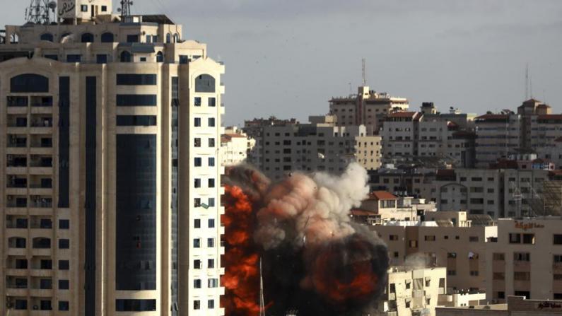 以色列陆空联合攻击 加沙城多座建筑被夷为平地
