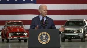 拜登:汽车业未来在于电动车 美国决不能输给中国